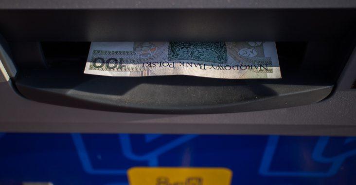bankomat wciągnął kartę